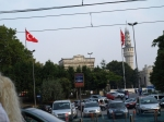 В дъното: Истанбулски университет - огромна площ и престиж. До него -  Пожарникарската кула. Някога била най-високата сграда и от нея следели огнищата на пожарите, за да може спасителната служба да се добере най-лесно до тях.