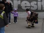 А тук кукер утешава плачливи деца по улиците :)